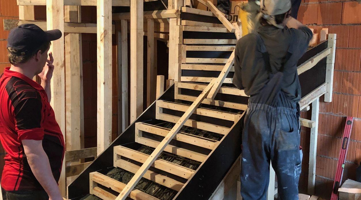Подготовка первого марша бетонной лестницы