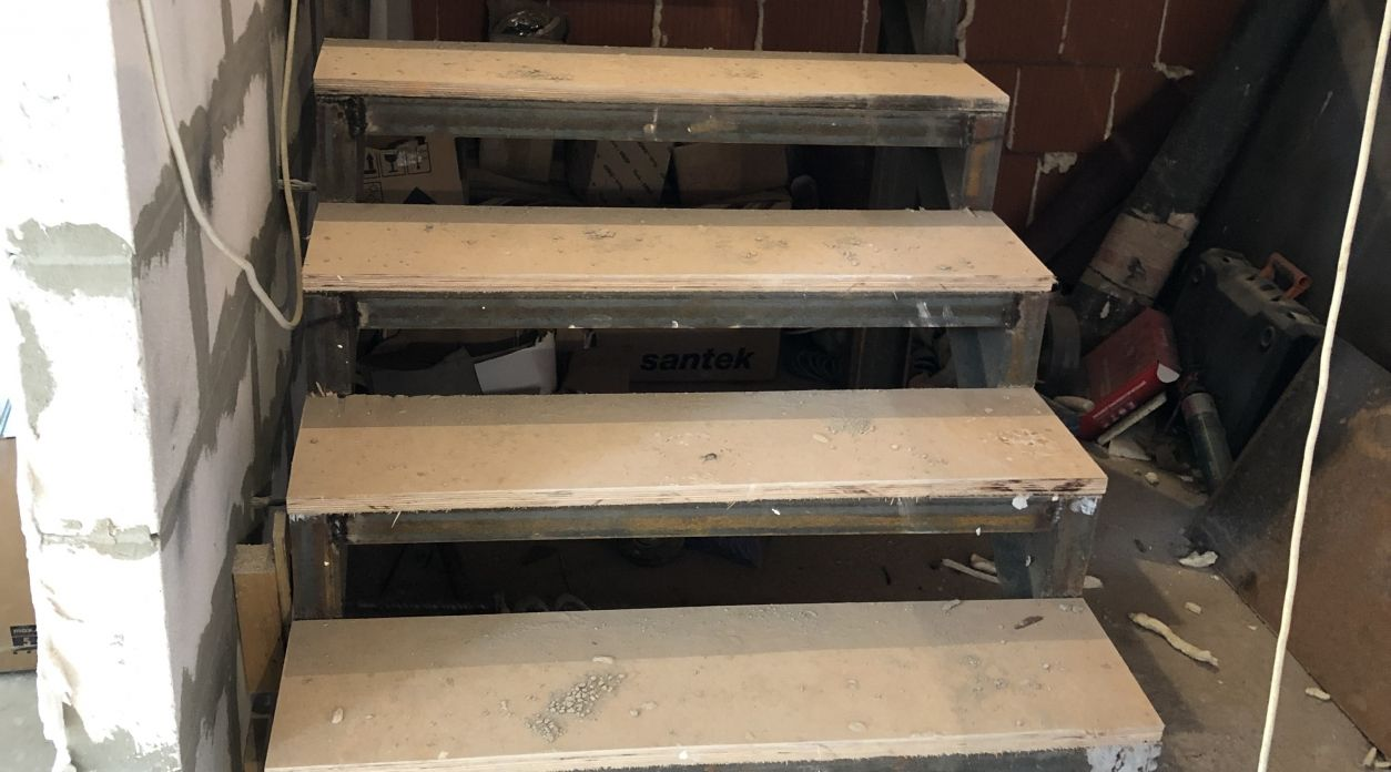 Подготовка и монтаж металлической лестницы